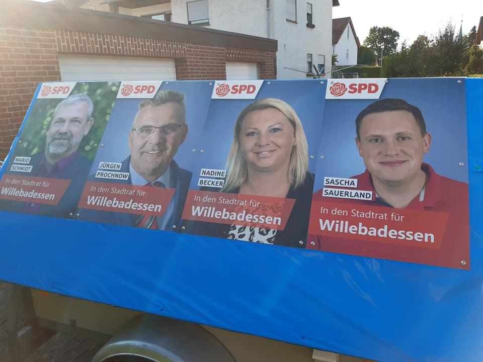 Plakatieren im Stadtteil Willebadessen